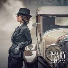 FIRST LOOK at Helen McCrory as Polly in Series 5 of #PeakyBlinders. Photo  by: Ben Blackall | Traje peaky blinders, Peaky blinders, Mulheres  empoderadas
