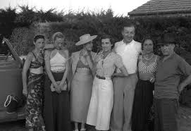 """LAURA N on Twitter: """"Group photograph from left to right, Valentine Penrose,  Nusch Éluard, Dora Maar, unknown woman, Paul Éluard, Lise Deharme and  Picasso. By Roland Penrose.… https://t.co/V1ADAdbzML"""""""