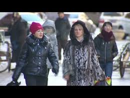 Chinese border town booms with business with Russia - YouTube