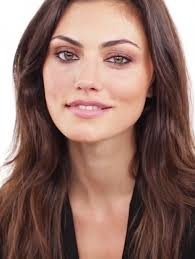 look at the bronzed going out makeup look with the wonderful phoebe tonkin