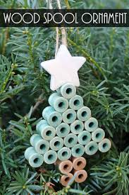 make these rustic ornaments with wood spools perfect for your country tree