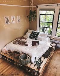 37 wand ideen zum selbermachen schlafzimmer streichen. Wunderschon Dekoriertes Tumblr Zimmer Bett In Paletten Dekorative Turnschuhe Deko Schlafzimmer Dekor Ideen Schlafzimmer Inspiration Tumblr Zimmer