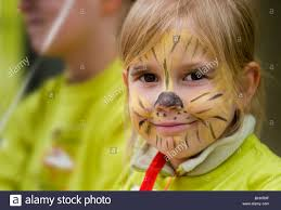 small with tiger makeup in sunday marathon dresden germany