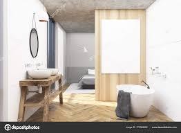 Weiß Aus Holz Badezimmer Und Ein Schlafzimmer Stockfoto