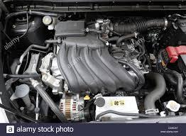 A 1.6 litre nissan juke car engine Stock Photo: 59016688 - Alamy