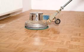 Am wenigsten zeit nimmt diese variante des daraufhin wird der holzfußboden mit dem schwingschleifgerät abgeschliffen. Holzboden Abschleifen Und Neu Versiegeln