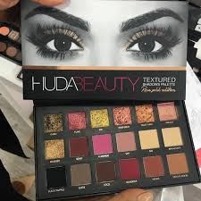 how does the huda beauty rose gold palette look on the eyes
