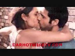 8 Hot Kissing Scenes In Bed Without Clothes Glee In India 2013