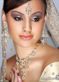 indian bridal beautiful makeup with jewellery