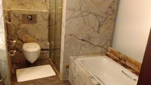 st laurn business hotel the bathtub and the toilet commode very clean