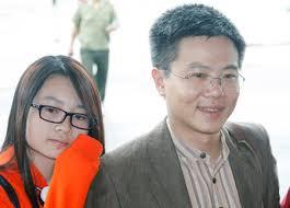 Giáo sư châu cho biết đã tham gia facebook được khoảng 10 năm và mạng xã hội này cũng giúp ông kết nối được nhiều bạn cũ và bạn mới, cũng như hiện tại, vẫn còn những trang facebook mạo danh ông, thậm chí có những trang với tên gọi gs ngô bảo châu có đến hàng chục nghìn người theo dõi. Con Gai Gs Ngo Bảo Chau Cung 25 Du Học Sinh Lam Triển Lam Gay Quá»¹ Từ Thiện Haná»™imá»›i