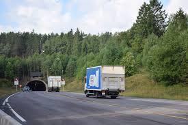 Oslofjordtunnelen er stengt en liten stund fremover, etter en trafikkulykke mellom en personbil og en lastebil. Oslofjordtunnelen Naf Reiseplanlegger