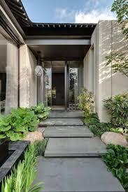 marches d escalier en béton forment l allée d accès à la porte d entrée