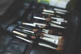 while makeup brush sets can really pinch your pockets there are quite a few brands out there that bring to you affordable yet great quality brushes