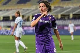 La Fiorentina Femminile ne fa cinque al Napoli e vola in testa alla  classifica. Tripletta di Sabatino - FirenzeViolaSuperSport Live