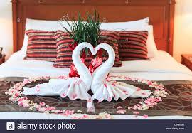 Romantisches Schlafzimmer Innenraum Küssen Swan Origami Handtücher