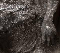 Due corpi intatti ritorvati a Pompei nel corso degli Scavi - Identità  Insorgenti