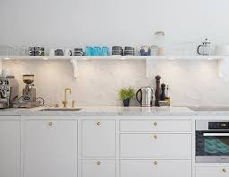 marble countertops and backsplash in a kitchen from per jansson via seventeendoors image credit per jansson