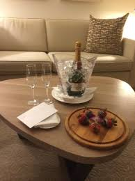 conrad new york moet chandon imperial chagne and chocolate dipped strawberries