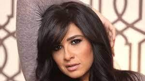 مقرب من الفنانة ياسمين عبدالعزيز يكشف مستجدات حالتها الصحية