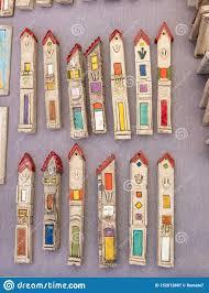 Cajas Pintadas De Cerámica Hechas A Mano Para El Mezuzah Vendido En El  Mercado De La Artesanía Tel Aviv Imagen de archivo - Imagen de mano,  vendido: 152812897