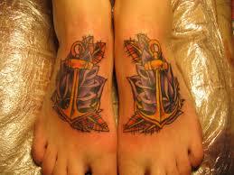 фото татуировка на ступне у девушки якорь