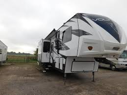 conditionnew clfifth wheel