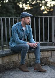 throwback levi s denim jacket and chelsea boots outfit