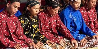 Perbedaan Etika dan Etiket dalam Bahasa Jawa dan Indonesia