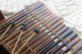 Bunyi dapat dihasilkan dari alat musik. Calung Alat Musik Yang Menghasilkan Harmoni Indah Indonesia Kaya