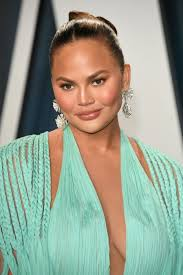 teigen just got fresh extensions and i accidentally cut them. Chrissy Teigen S New 90s Feathered Haircut Looks Incredible