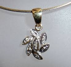 small diamond pendant with 7 blossom leaves in a circle 8 kt 333 gold