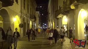 """RIVAROLO CANAVESE – Rivarolo animato dalle tante iniziative, a partire da  """"Shopping sotto le stelle"""" (FOTO E VIDEO)"""