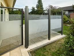 Teiltransparente Glasl Sung Als Wind Und Sichtschutz Windschutz