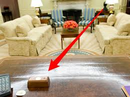 desk oval office. trumpu0027s presidential desk has a tiny red button that he presses to order coke business insider oval office 7