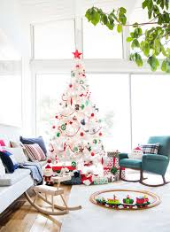 emily-henderson_christmas_holiday-decorating_target_green_red_traditional_decor_15