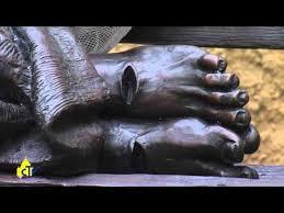 Risultati immagini per Immagini- sculture su Gesù di Timothy Schmalz