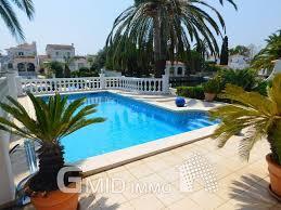 maison à vendre avec amarre de 12 m et piscine privée à empuriabrava costa brava