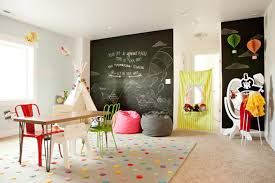 This no-sew teepee is the perfect addition to any kids playroom. So much  fun!