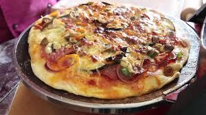Tutti pazzi per la pizza, fatta in casa con delizia. Zelf Pizza Maken Met De Steenoven Van Ferrari Youtube