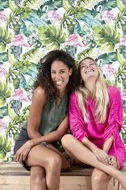Met Dit Behang Met Tropische Bladeren Met Flamingos In Groen En
