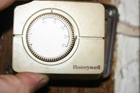 replace old honeywell thermostat with cm907 diynot forums honeywell heat only thermostat wiring at Old Honeywell Thermostat Wiring Diagram