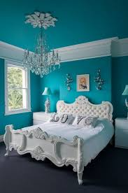 turquoise and white bedroom, pantone biscay bay, caribbean blue, teal,  greenish-