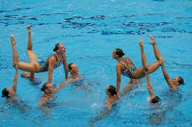 Основные характеристики синхронного плавания Реферат ПРОИЗВОЛЬНАЯ ПРОГРАММА Для произвольных упражнений и команды и дуэты могут сами подбирать упражнения и музыку Они должны не только создать единую