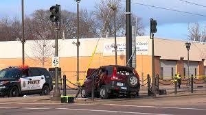 Light Rail Minneapolis Accident Crash On Light Rail Tracks Leaves 1 Seriously Injured Wcco