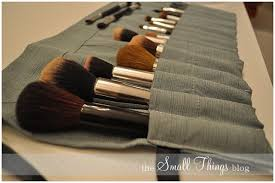 diy makeup brush case very cute and you can curl it to any amount