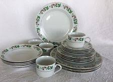 20 Piece Gibson Holiday Dinnerware Set Berry Garland Holly ...