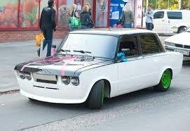 Тюнинг автомобилей ВАЗ или фантазия на тему классики Тюнинг автомобилей ВАЗ 2106 может быть любым но он не должен делать из машины посмешище