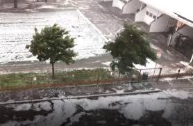 In strada soltanto acqua e ghiaccio: violenta grandinata a Milano e a Nord  Ovest
