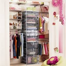 Need to organize your closet quickly? Here are my favorite quick closet  organizing tips
